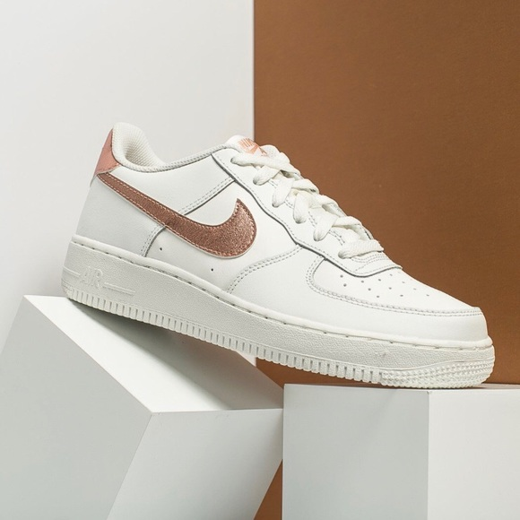 0069c21d5f1404 ... NIKE rose gold Air Force 1 GS ~ 4.5Y 6W. M 5aad60013800c5171fc80318